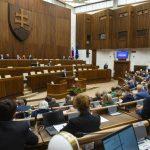 Tri liberálnofašistické oriešky pre slovenské popolušky. Demokracia prituhuje, držme si klobúčiky