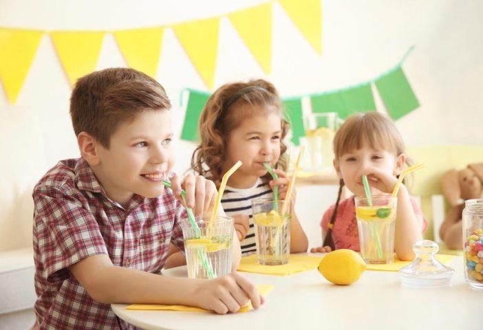 Iz domače kuhinje: Pet načinov okusne osvežitve za otroke (in odrasle)