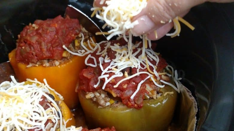 crockpot-stuffed-peppers-adding-cheese