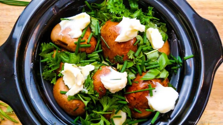 Find these tasty crockpot mushrooms and a lot more like it @ www.slowcookerkitchen.com
