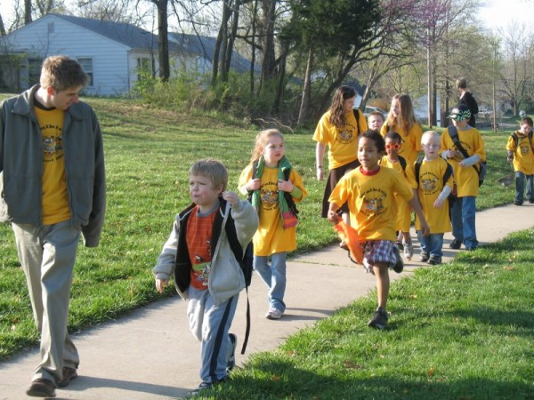 """A """"walking school bus"""" at West Boulevard Elementary, Columbia © Flickr member MoBikeFed"""