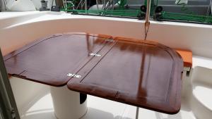 Une belle table dans laquelle on ne se prend plus les jambes