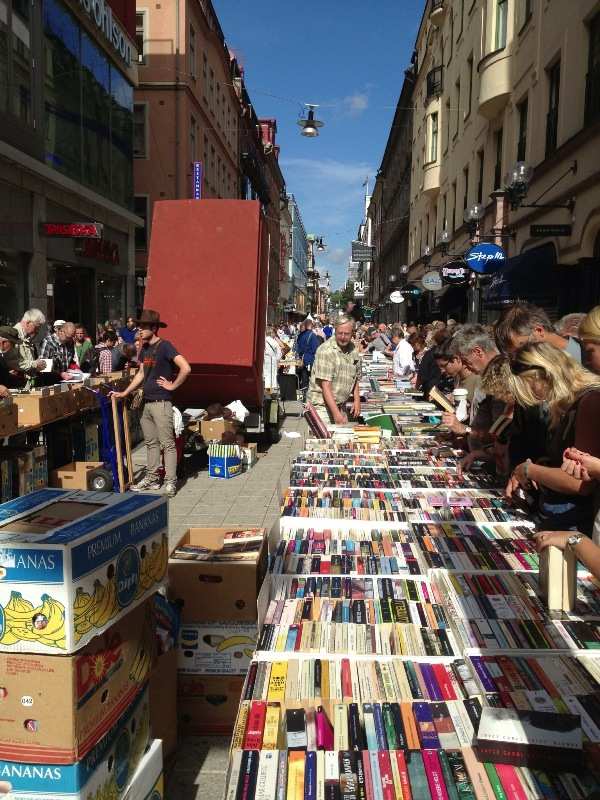 Literature: World's Longest Book Table