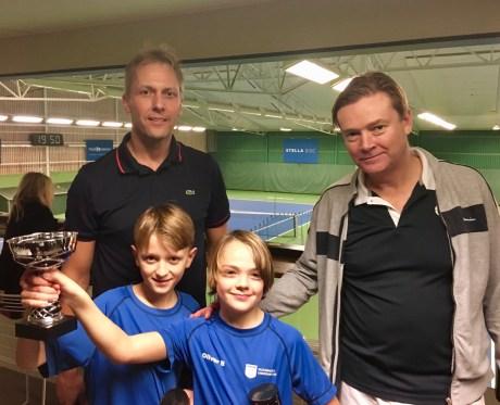 I midbollsklassen vann Carl och Mattias Feiff t.h. hela tävlingen. I finalen besegrade de Oliver och Jens Bäckmalm.