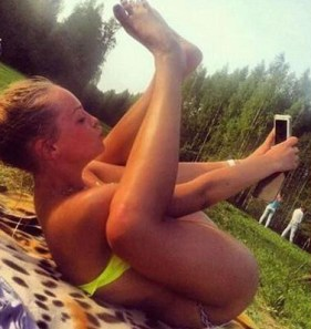 no-wonder-the-american-psychiatric-association-classified-taking-selfies-as-a-mental-disorder-28-photos-281