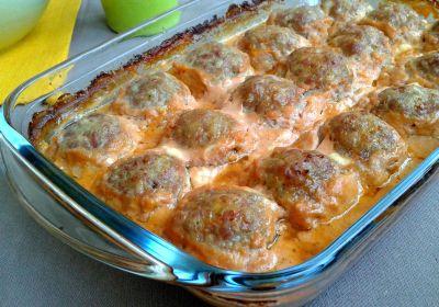 Тефтелі зі сметанно-томатною підливою