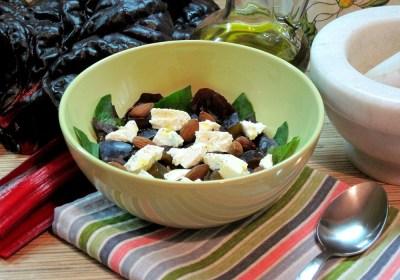Салат із мангольда, слив та бринзи