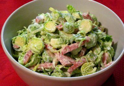 Салат із брюссельської капусти з шинкою