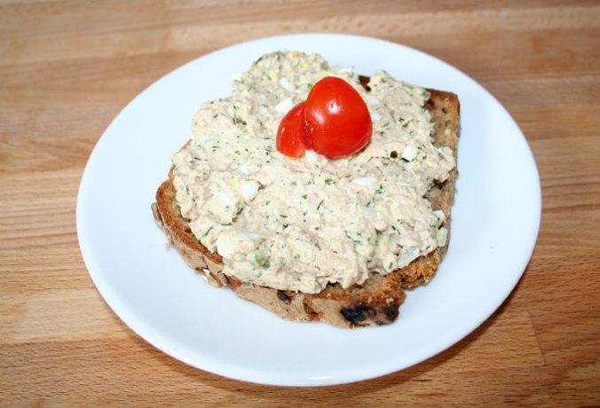 kanapka z pasta z tunczyka