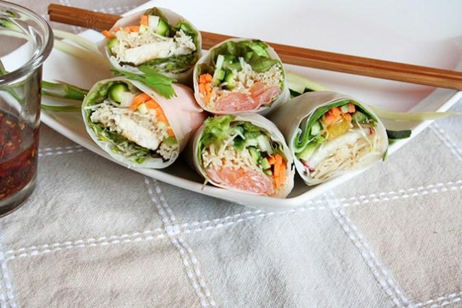 spring rolls na talerzu