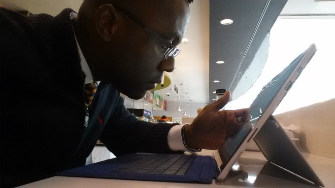 Ramon Ray at airport on mobile device