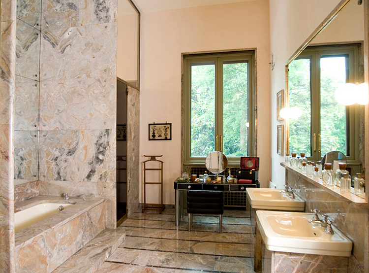 (above) The bathroom used by Angelo Campiglio and Gigina Necchi