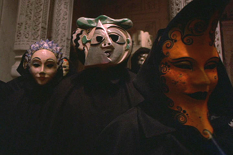 (above 4) More grim stills from 'Eyes Wide Shut.' This is not the Carnivale atmosphere I would recommend, so in the next group we'll see some fun.