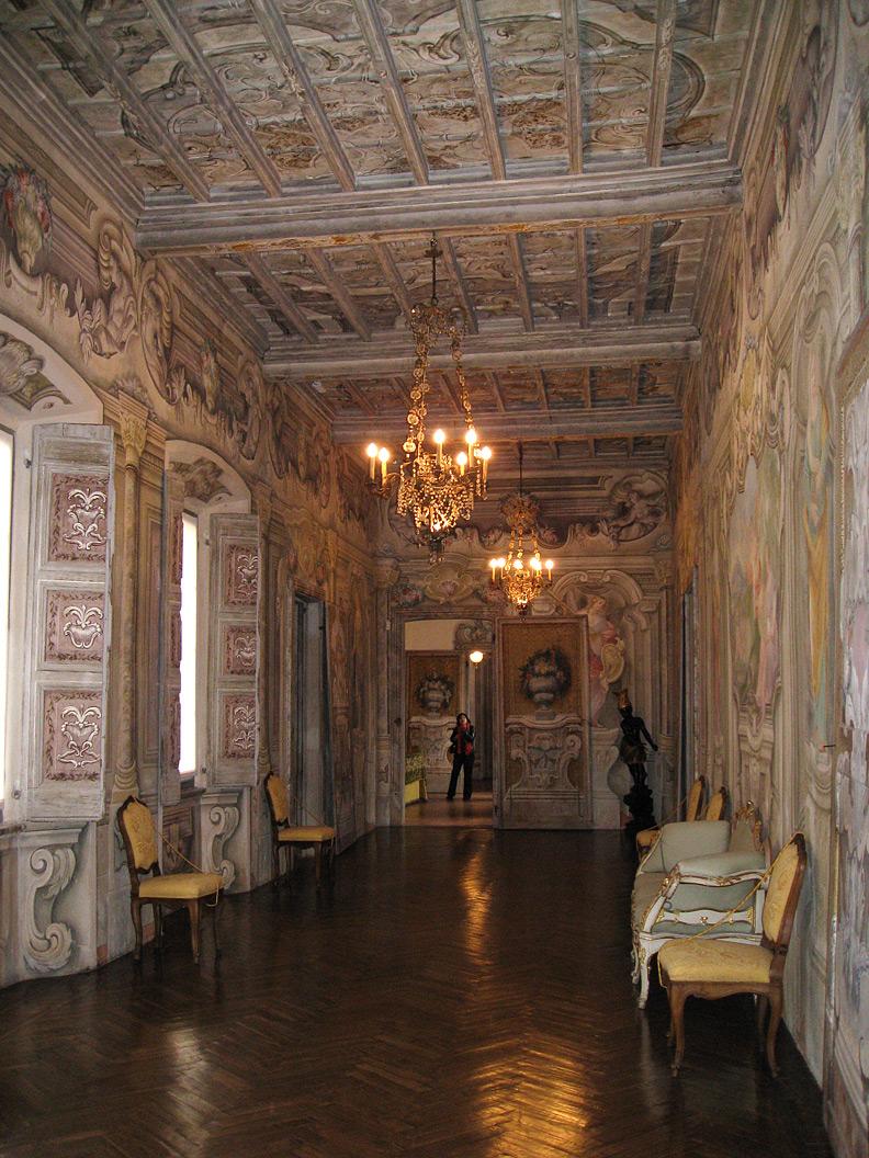 (above) Here's the long gallery on the piano nobile of the Villa della Porta Bozzolo.