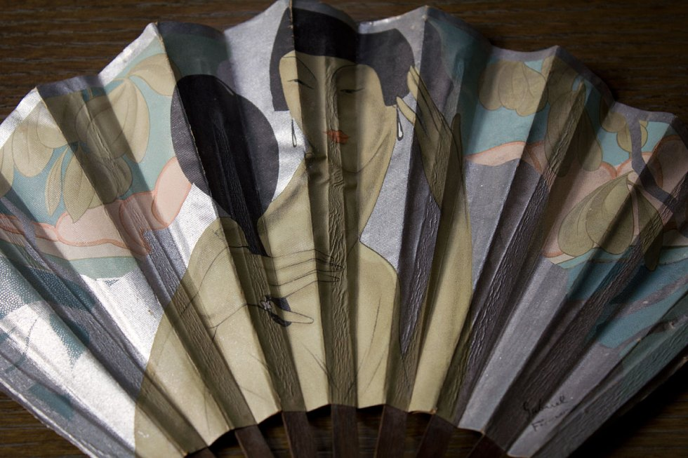 (above) Art Deco advertising fan by French artist Gabriel Ferro. His signature appears in the lower right hand corner.