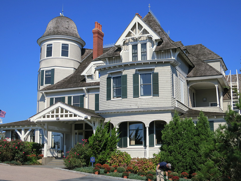 The front entrance to Castle Hill Inn in Newport, Rhode Island.