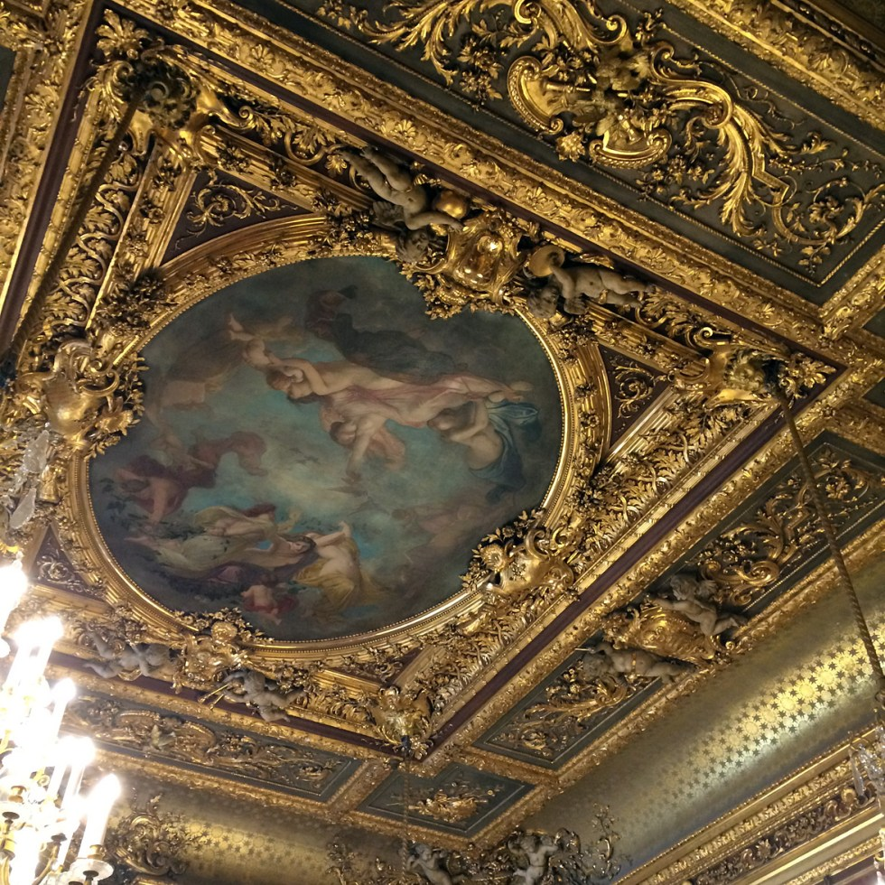 (above) The ceiling of the Salon théâtre.