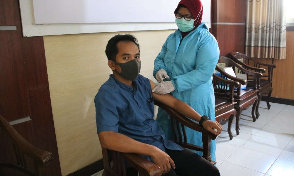 Vaksin Dosis 2 Untuk Guru & Staff TU