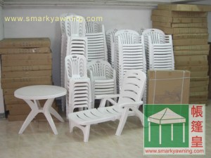 640x480-plastic table and chair-stock