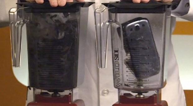 Galaxy S3 vs iPhone 5 licuadora