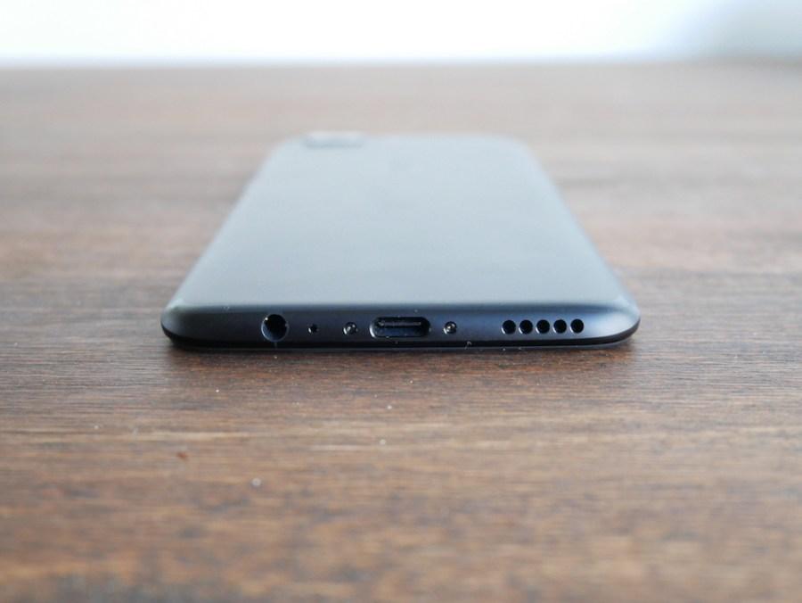 OnePlus 5 puertos y parlante