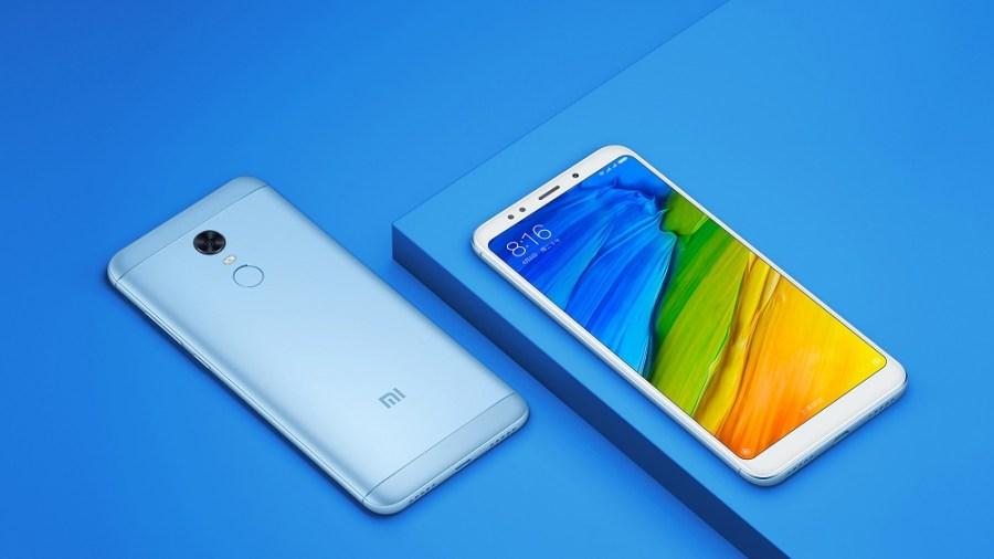Render oficial del frente y dorso del Xiaomi Redmi 5 Plus color celeste.