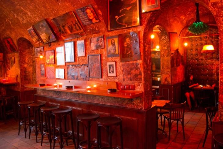 Blue Light Bar in Prag