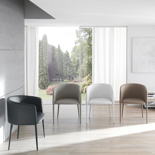 Vi presentiamo le poltroncine da camera classiche e moderne più interessanti per dare un tocco di stile alla vostra casa. Poltroncine Da Camera Design Moderno Gli Ultimi Arrivi