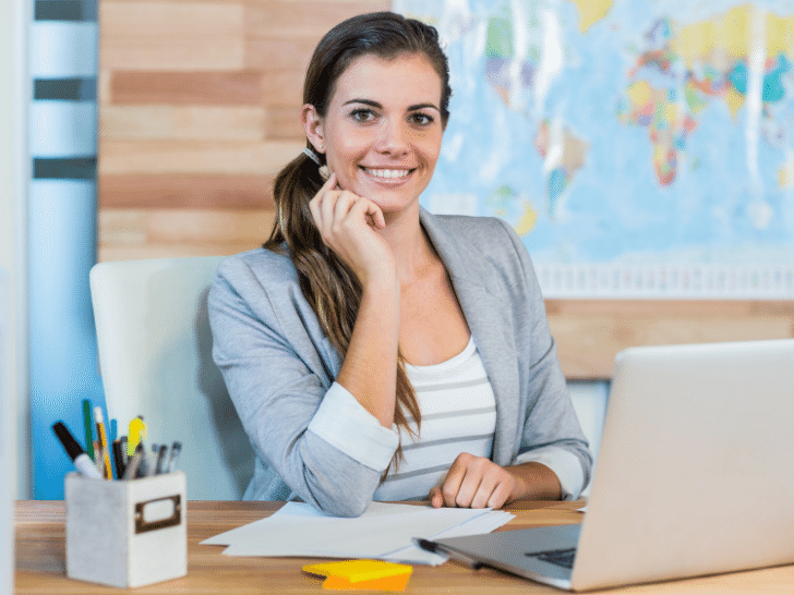 woman scheduling travel