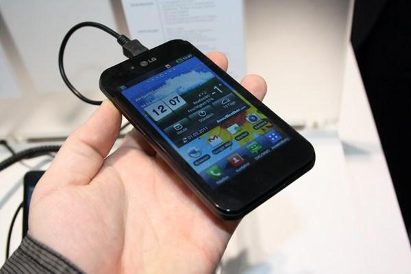 LG Optimus Black (4) [600 breit]
