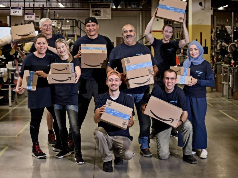 Amazon Prime Paket Mitarbeiter Header