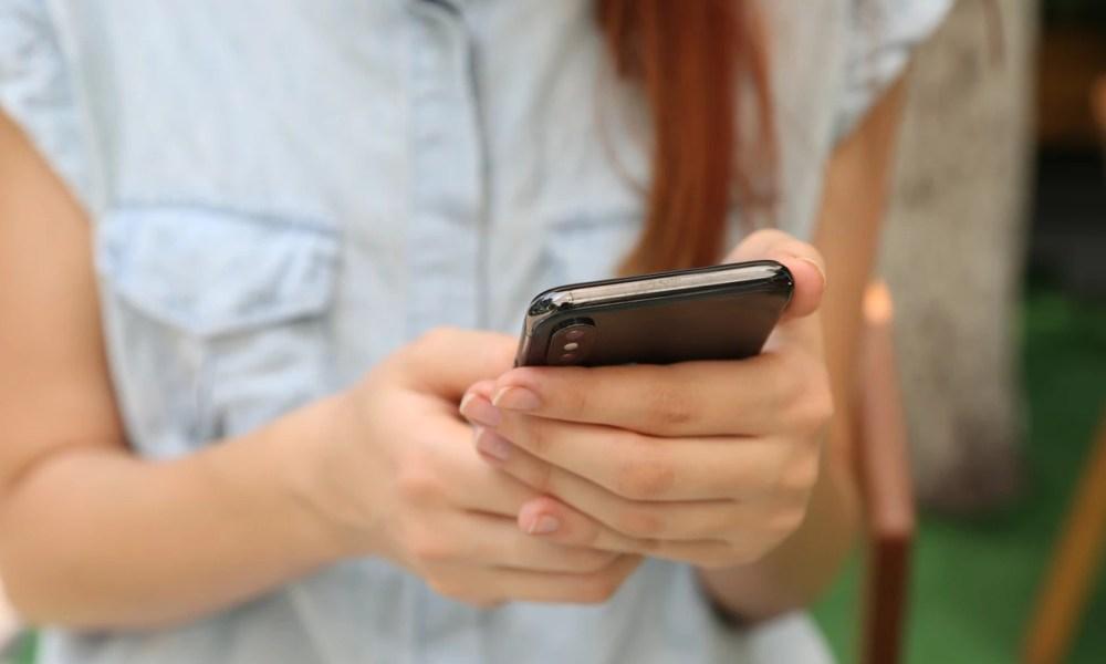 Smartphone Frau Header