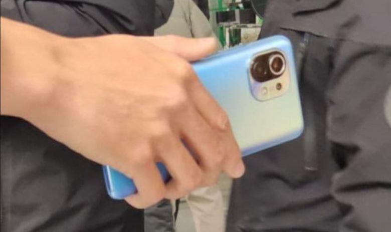 Xiaomi Mi 11 Leak Blau