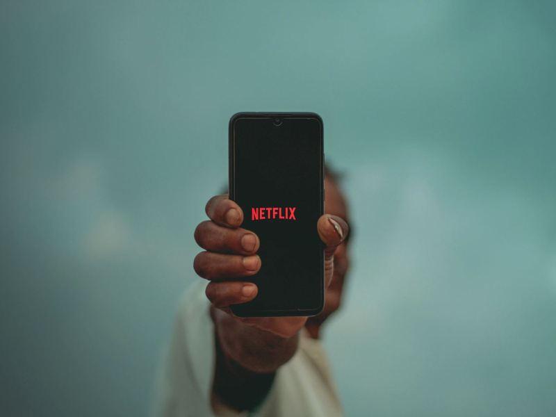 Netflix Smartphone Head