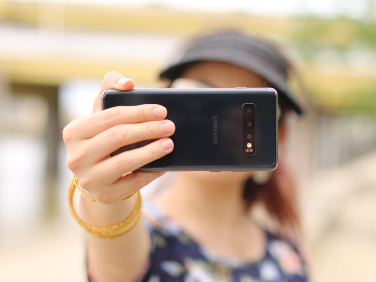 Selfie Face Recognition Gesichtserkennung Frontkamera Cristina Zaragoza Cmvrsfy8r3q Unsplash