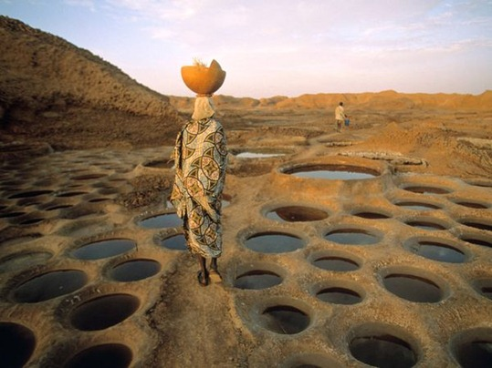 Laborers work to produce salt at Teguidda-n-Tessoumt in Niger.