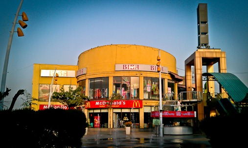 Metro Walk Mall is actually located in Rohini area of West Delhi