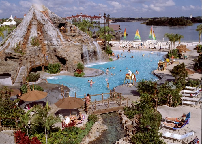 Know when to stay at Disney resorts for the lowest rates