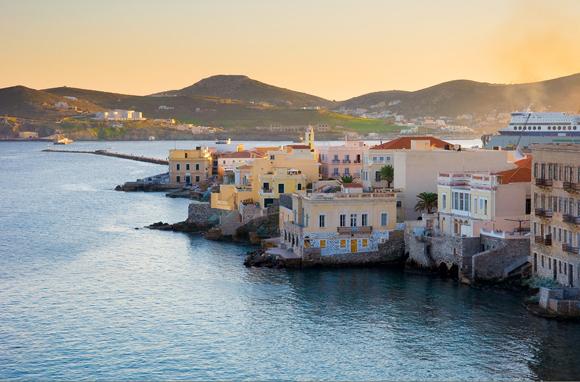 10 Charming Island Towns