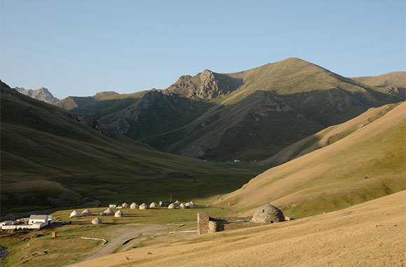 Travel the Old Silk Road in Kyrgyzstan and Uzbekistan
