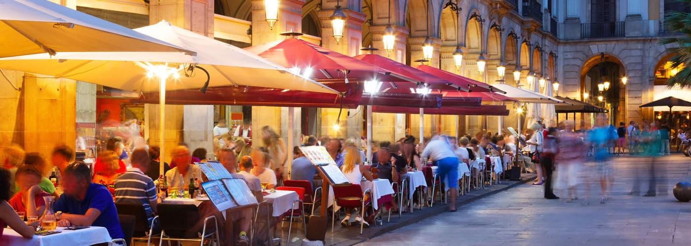barcelona restaurant at night