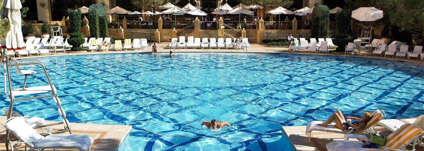 las vegas hotel pools
