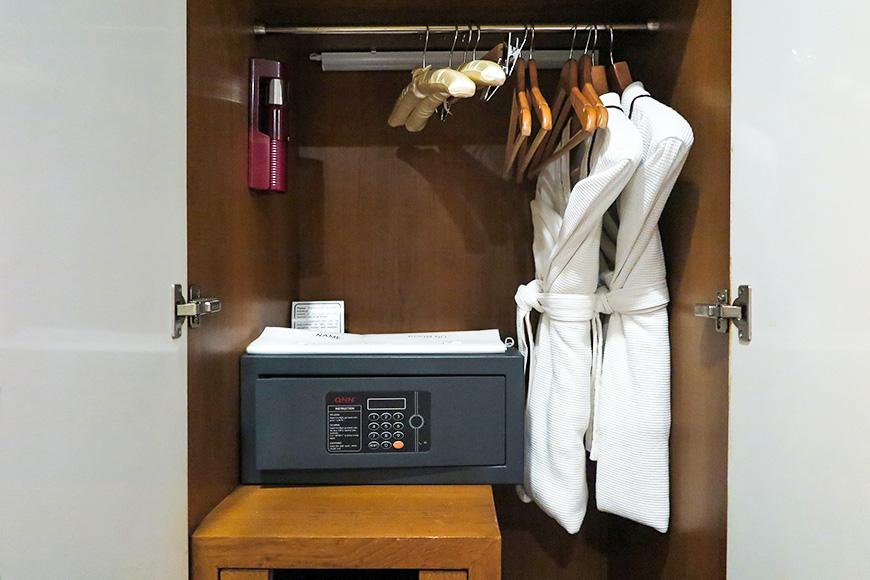 hotel safe closet