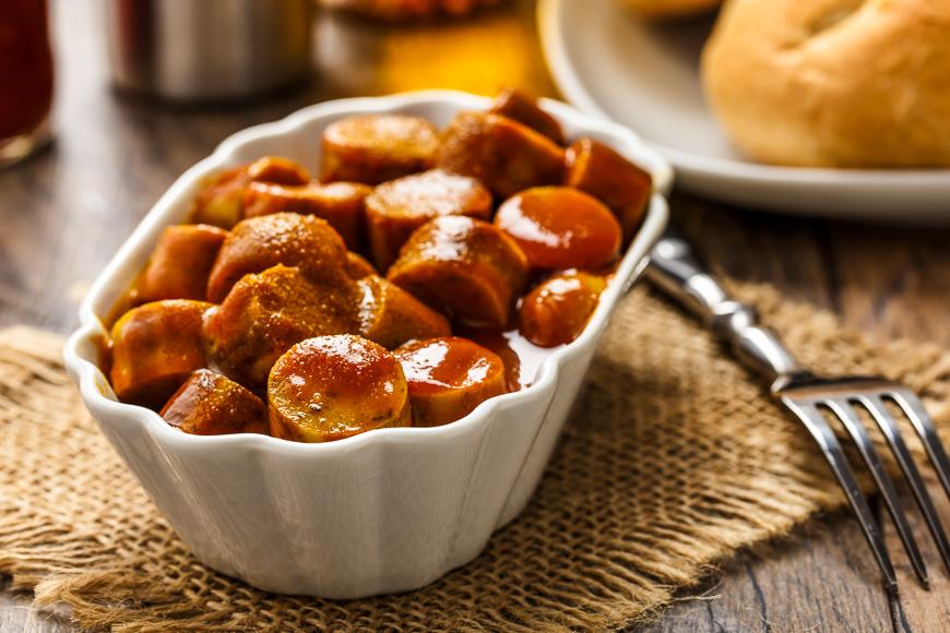 currywurst allemand - morceaux de saucisse au curry