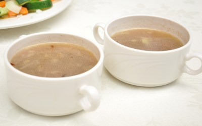 Clear vegetable and sorghum soup
