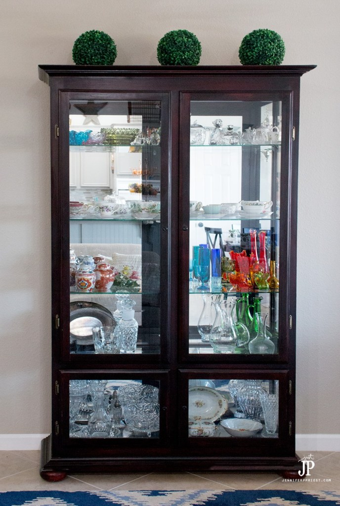 #PledgeReflectionOfYou [AD] How to clean: Curio Cabinet. See how to use Pledge® Multi Surface to clean curio cabinet by Jennifer Priest https://www.smartfundiy.com/how-to-clean-curio-cabinet/