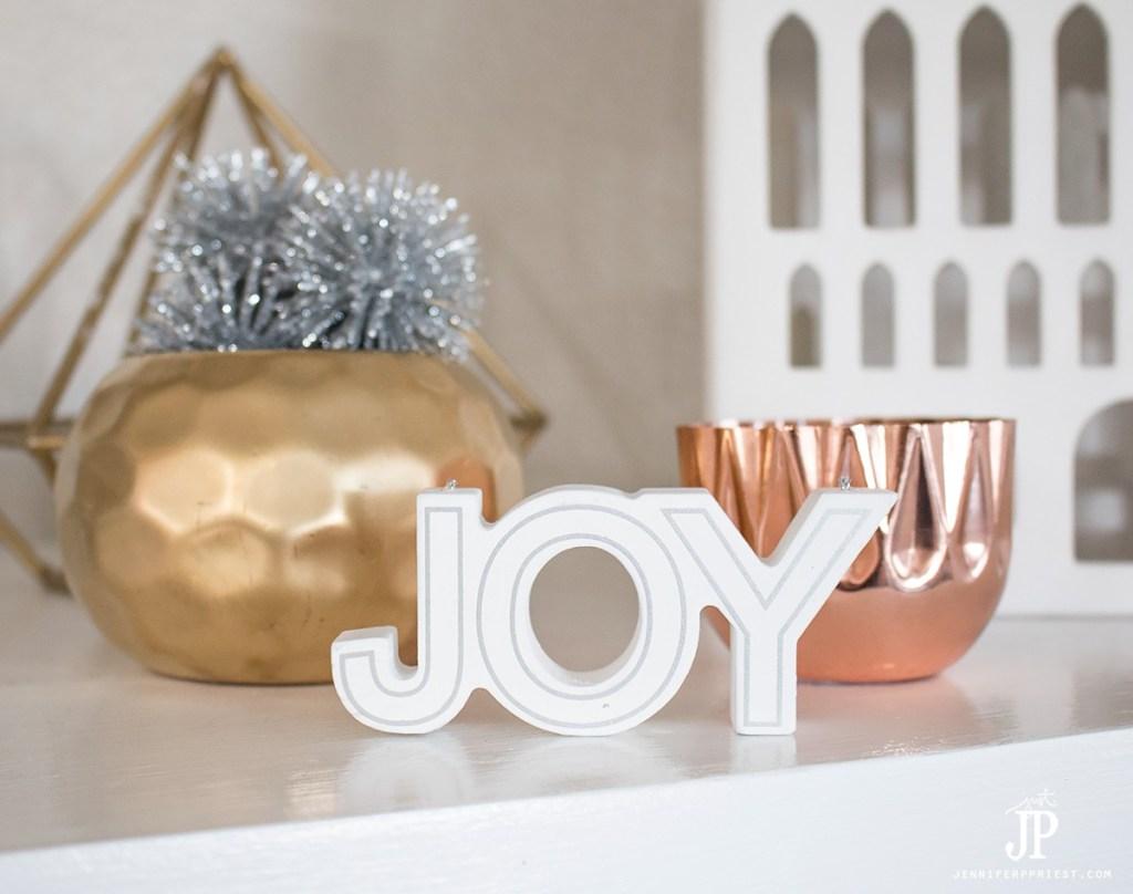 diy-christmas-decorations-mantle-decor-jenniferppriest
