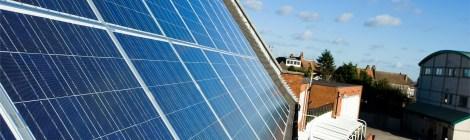 Energía solar le ahorra dinero a escuelas de E.E.U.U para contratar más maestros
