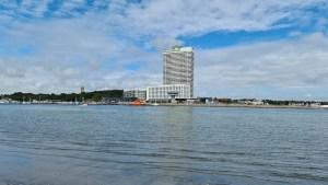 Blick von Priwall zum Hotel Maritim in Travemünde (Foto: SmartPhoneFan.de)