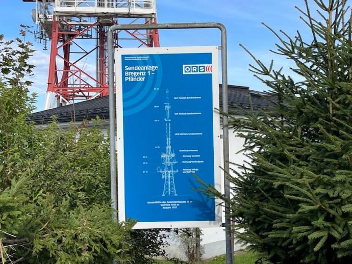 """Nicht mehr ganz aktuelle Infotafel um Sender """"Bregenz 1"""" (Foto: SmartPhoneFan.de)"""